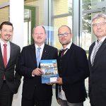 Robert Vesely, Minister Thomas Webel, Dirk Radde und Thomas Leitelbei der Vorstellung des Immobilienpreisspiegels